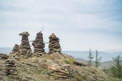 Balance colunas sobre o monte dedicado a uma deidade tutelar local fotos de stock royalty free