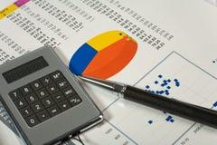 Balance a composição com acessórios do escritório Imagens de Stock