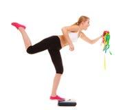 Balance de femme heureuse Nutrition saine images stock