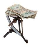 Balance de la carta con los billetes de banco Imágenes de archivo libres de regalías