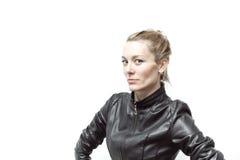 Balance o pintainho no casaco de cabedal preto, comprimento completo fotos de stock