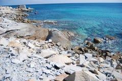 Balance a praia em Usai oco Villasimius, Sardinia, Itália Mar azul Imagens de Stock
