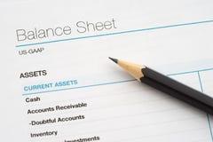 balance text för arket för pennan för ballpointdjupslutet fältet fokuserad liten Arkivbild