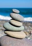 Balanced pebbels on sea Stock Photography