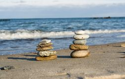 Balanced pebbles in stacks Royalty Free Stock Photography