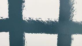 Balanceo azulverde real de las herramientas de la pintura de pared almacen de metraje de vídeo