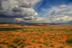 Balanceo de la tormenta adentro al parque nacional de los arcos Foto de archivo libre de regalías