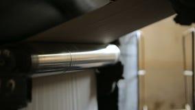 Balanceo de papel con una fabricación automatizada de la bolsa de papel almacen de video