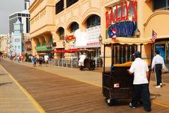 Balanceo de Pedicab a lo largo del paseo marítimo en Atlantic City Foto de archivo