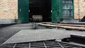 Balanceo del barril de Borbón en pista almacen de video