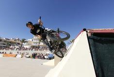 Balanceo del jinete de la bici durante la competencia de las bicis Fotos de archivo libres de regalías