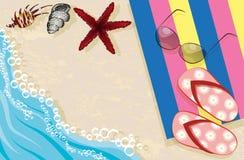 Balanceos, gafas de sol, toalla y cáscaras Fotografía de archivo libre de regalías