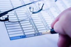 Balancieren der Rechnungen lizenzfreie stockbilder