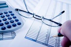 Balancieren der Rechnungen Lizenzfreie Stockfotos
