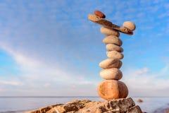 Balancieren von Steinen Stockbild