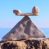 Balancieren von Steinen lizenzfreies stockbild