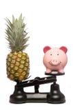 Balancierendes gesundes essendes und sicherngeld stockbilder