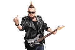 Balancim punk rude que guarda a guitarra Fotografia de Stock