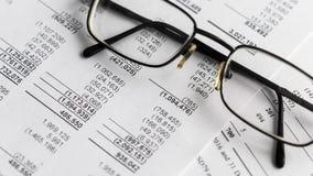 Balans van financiële staat, analyse van businessplan voor aandeelhouders stock videobeelden