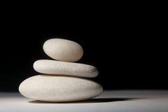 balansera liggandestenar Arkivfoto