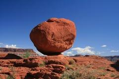 balansera rock Arkivfoto