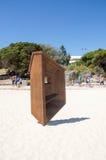 Balansować Drewnianą Geometryczną rzeźbę Zdjęcia Royalty Free
