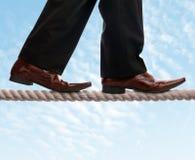 Balansowanie na linie piechura biznesmen Zdjęcie Stock