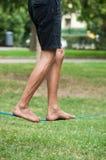 Balansowanie na linie piechura miękka patka w miastowym parku obraz royalty free