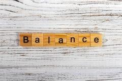 Balansowy słowo robić z drewnianym bloku pojęciem zdjęcie stock