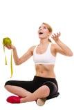 Balanza de la mujer acertada feliz Pérdida de peso Fotos de archivo