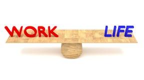 balanza de la Trabajo-vida: palabras en una oscilación de madera Imagenes de archivo