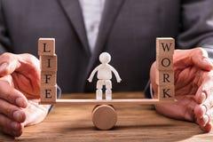 Balanza de la vida de Protecting Work And del empresario imagen de archivo