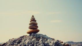 Balanza de las piedras, concepto de la estabilidad en rocas