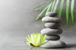 Balanza de las piedras Concepto del zen y del balneario Imagenes de archivo
