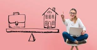 Balanza del trabajo y de la vida con la mujer joven libre illustration