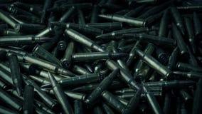 Balas de AK47 que giran en pila almacen de video