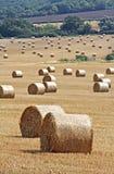 Balas de feno em kent rural imagens de stock royalty free