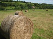 Balas de feno no campo inglês 1 imagem de stock