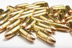 balas de 9m m en el fondo blanco Imagenes de archivo