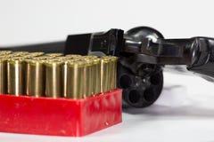 Balas de un PF de la caja en una bandeja roja en una tabla fotos de archivo libres de regalías