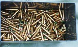 Balas del rifle en caja Fotografía de archivo libre de regalías
