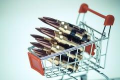 Balas del rifle en un carro de la compra Imagen de archivo