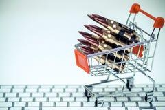 Balas do rifle em um carrinho de compras Imagens de Stock Royalty Free
