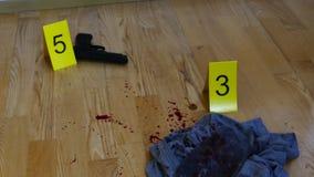 Balas e arma na cena do crime filme