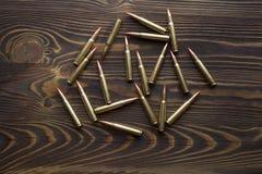 Balas para caçar na madeira imagem de stock