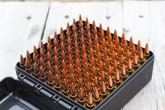 Balas para o rifle Bala na caixa Foto de Stock Royalty Free