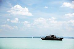 Balatonfured, 2018年6月02日-在Balaton湖的老旅游小船 Balatonfured小游艇船坞 库存照片