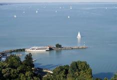 修道院balaton湖tihany视图 免版税库存照片