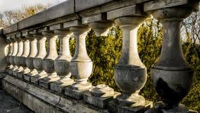Balaustra decorativa della pietra del terrazzo immagini stock libere da diritti