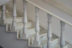 Balaustrada de pedra clássica com coluna Trilhos de pedra fotos de stock royalty free